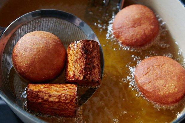 Thật đấy, bỏ… cà rốt vào chảo sẽ giúp đồ chiên rán của bạn ngon hơn! - Ảnh 3.