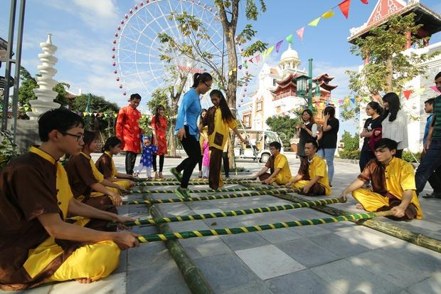 Tàu lượn dạng treo lớn nhất Việt Nam sắp ra mắt tại Asia Park - Ảnh 5.