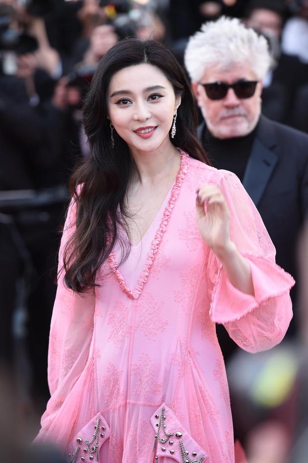 Phạm Băng Băng gây thất vọng, bị Elle Fanning dìm hàng toàn tập tại Cannes! - Ảnh 1.