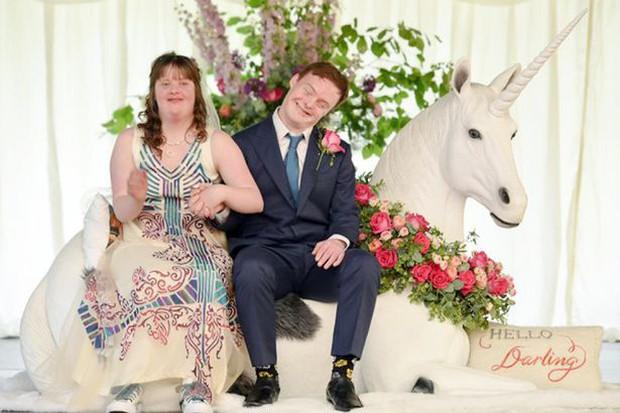 Anh: Bộ ảnh cưới cảm động của cặp đôi mắc hội chứng Down chứng minh tình yêu có thể vượt qua tất cả - Ảnh 3.
