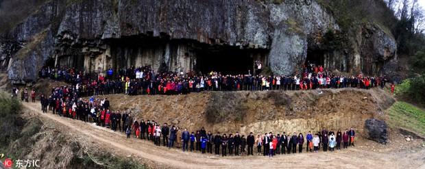Bức ảnh gia đình hoành tráng nhất Trung Quốc với sự góp mặt của 500 thành viên - Ảnh 2.
