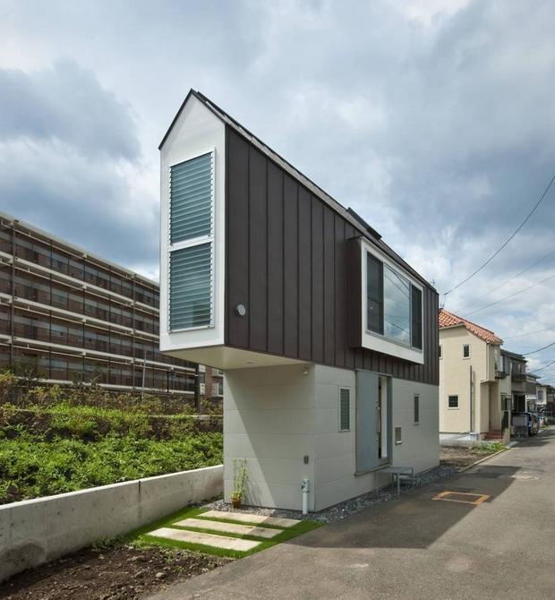 Căn nhà Nhật Bản nhìn thì nhỏ hẹp vậy thôi, nhưng khi bước vào trong bạn sẽ phải bất ngờ - Ảnh 2.