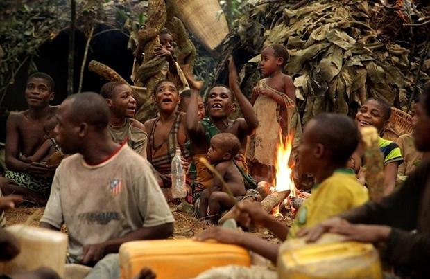 Bên trong bộ lạc gần 50% trẻ em không thể sống quá 5 tuổi ở châu Phi - Ảnh 2.