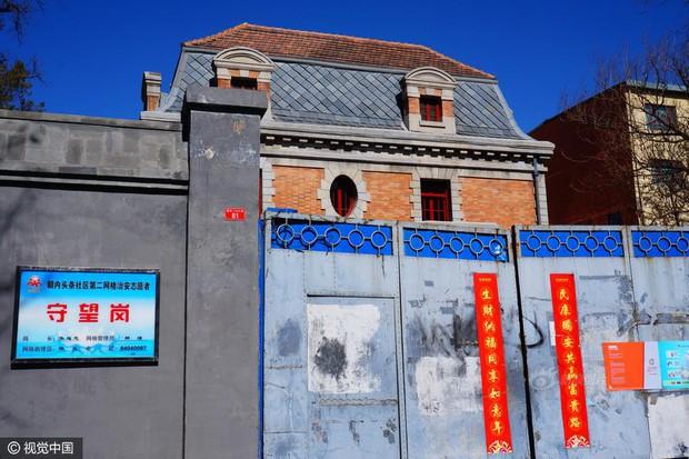 Ngôi nhà ma gây bao nỗi ám ảnh giữa thủ đô Bắc Kinh được cho thuê với giá hơn 33 tỷ đồng/năm - Ảnh 4.