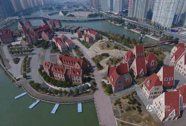 Trung Quốc: Hòn đảo ma toàn dinh thự đắt tiền giữa lòng thành phố Tô Châu - Ảnh 3.