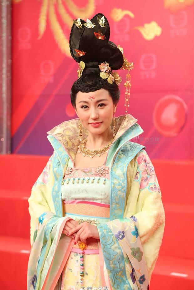 """Nữ chính của hai bom tấn TVB """"Thâm Cung Kế"""" và """"Phi Hổ Cực Chiến"""" là ai? - Ảnh 2."""