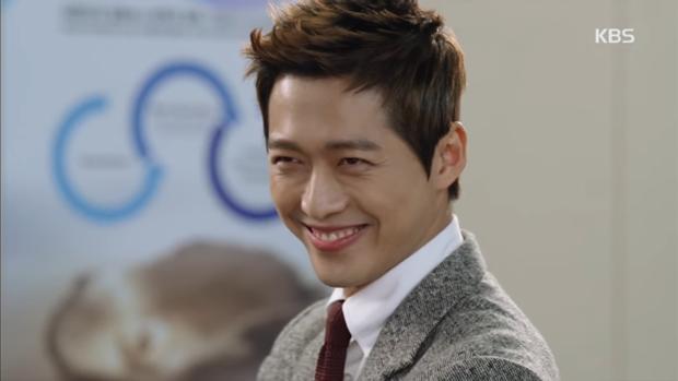 """""""Sếp Kim"""" siêu lầy: Nam Goong Min """"cosplay"""" cảnh catwalk kinh điển của Goblin - Ảnh 6."""