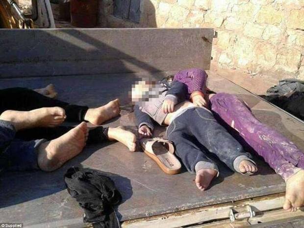 Hình ảnh đau lòng về những đứa trẻ là nạn nhân trong cuộc chiến hóa học tại Syria - Ảnh 3.