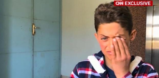 Cậu bé bị mất 19 người thân trong vụ tấn công hóa học ở Syria - Ảnh 3.