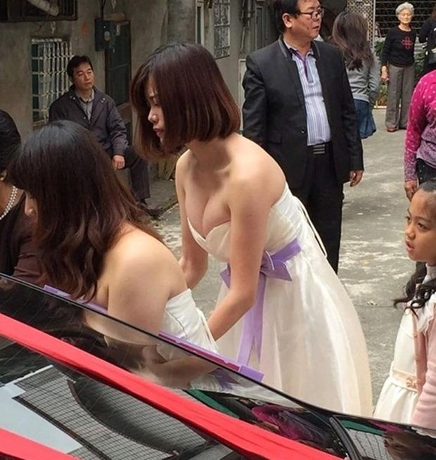Xe sang về làng rước dâu làm tắc đường, nhưng cô phù dâu xinh đẹp này mới là tâm điểm của sự chú ý - Ảnh 2.
