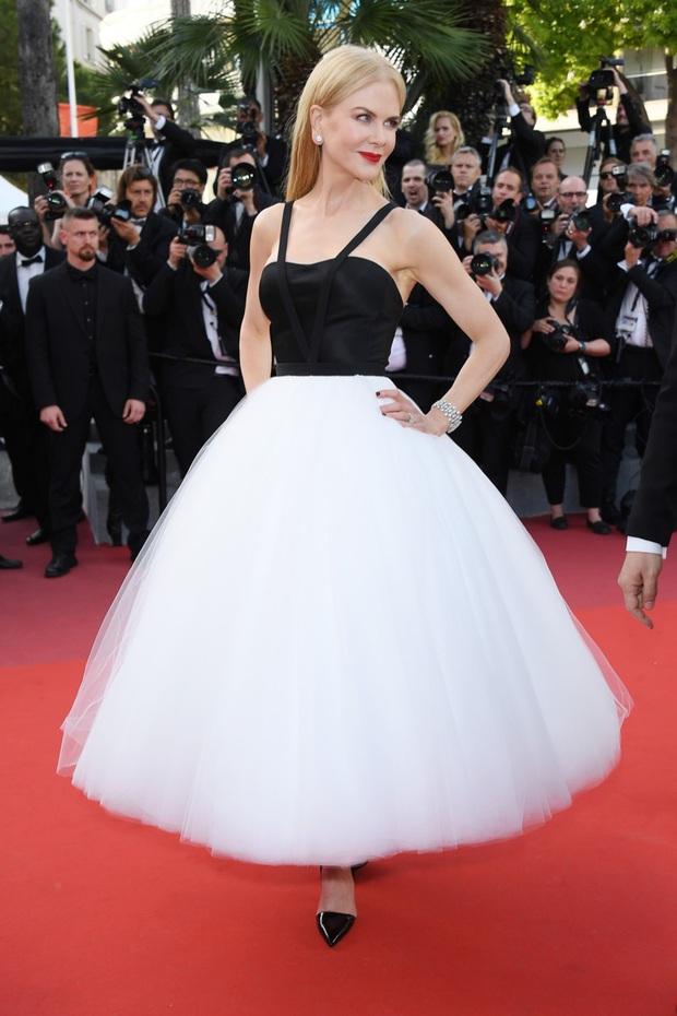 Những chiếc váy đỉnh nhất thảm đỏ Cannes 2017: Aishwarya Rai là Nữ hoàng thì Elle Fanning là Công chúa! - Ảnh 7.