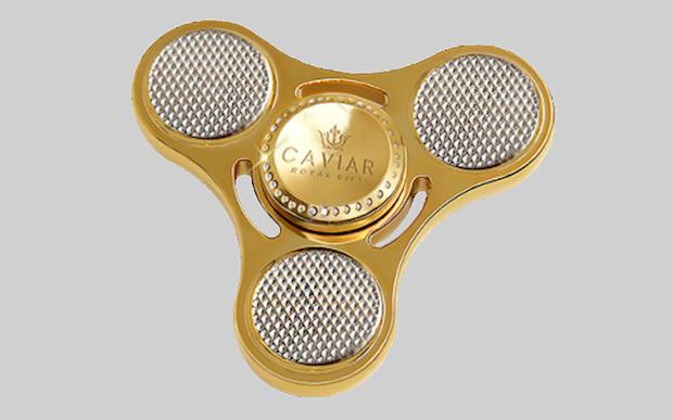 Nhiều tiền quá chẳng biết làm gì thì mua con quay fidget spinner bằng vàng để chơi - Ảnh 3.