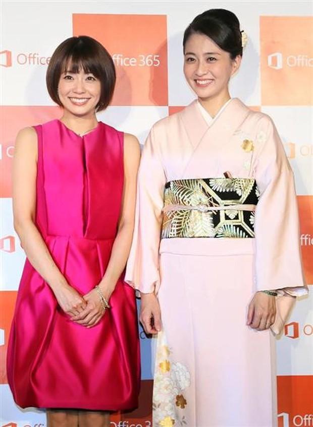 Vợ mới mất 1 tháng vì bệnh ung thư, tài tử Nhật Bản đã vội muốn tái hôn với chính chị ruột của bà xã - Ảnh 2.
