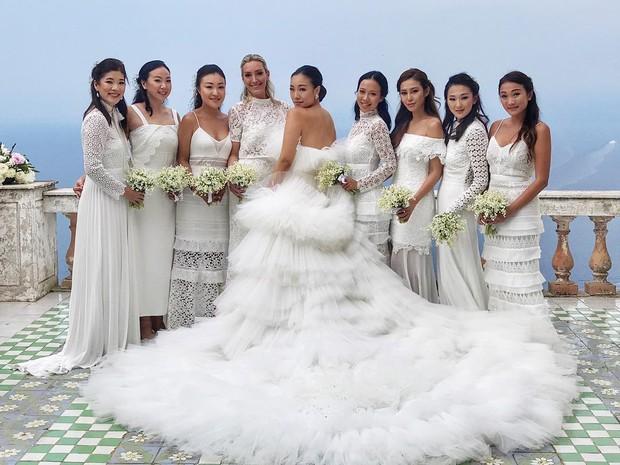Váy cưới bồng bềnh như mây trắng của fashionista Hong Kong khiến bạn phải thốt lên: Liệu đây có phải mơ? - Ảnh 3.