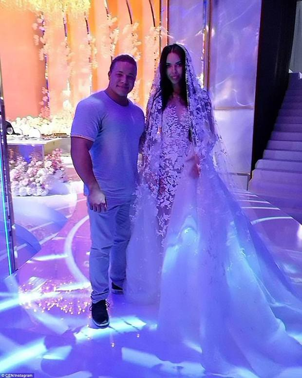 Đám cưới xa hoa nhất 2017: Đại gia khét tiếng kết hôn cùng người mẫu nóng bỏng, nhẫn cưới có giá hơn 200 tỷ đồng - Ảnh 5.