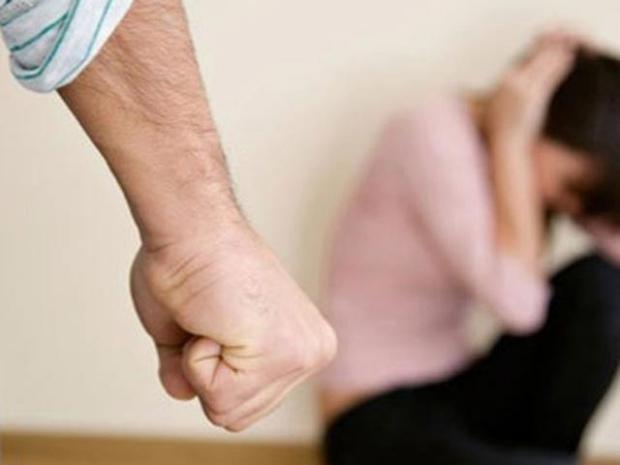 Người phụ nữ bị bạo hành suốt 20 năm, bị chồng giam giữ và ép hầu hạ cho nhân tình của anh ta - Ảnh 2.