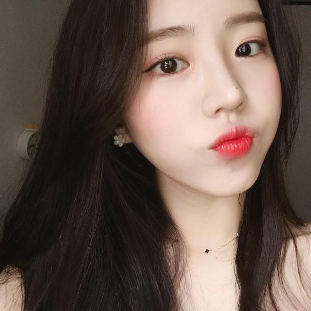 Không phải beauty blogger nhưng 5 hot girl Hàn này vẫn được hội mê làm đẹp săn đón vì makeup cực long lanh - Ảnh 2.