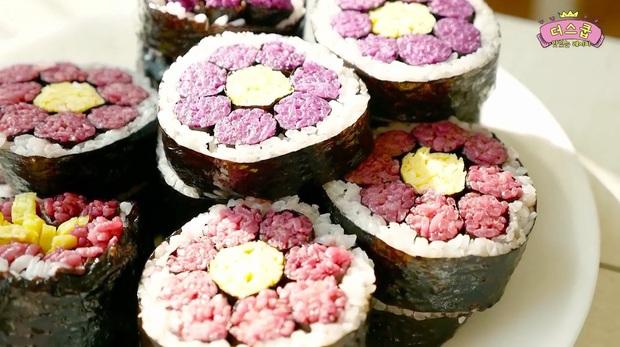 Biến tấu cuộn kimbap thành bông hoa đẹp mắt mà cách làm thì dễ không ngờ - Ảnh 7.