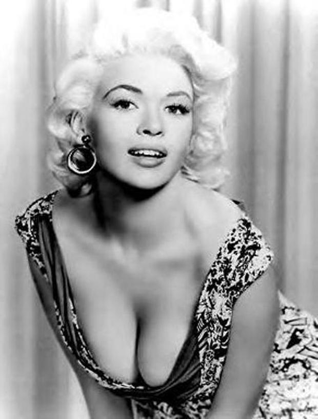Sự thật đằng sau bức ảnh nổi tiếng cô đào Sophia Loren liếc nhìn vòng một của nữ đồng nghiệp - Ảnh 2.