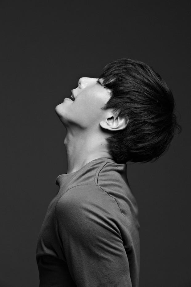 Kpop có những ông chú cứ mỗi lần lên sàn là làm lớp idol trẻ ngao ngán - Ảnh 7.