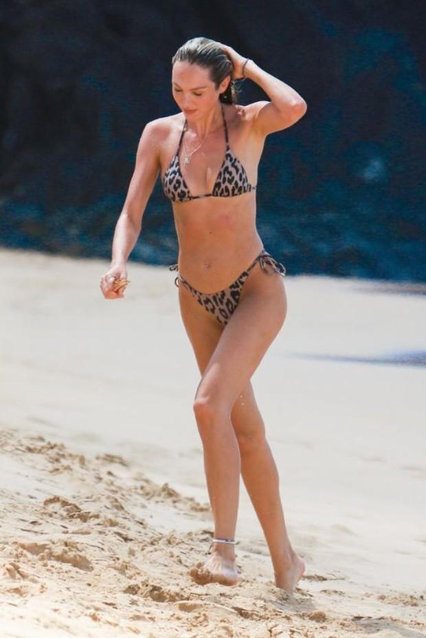 Không hổ danh là thiên thần, Candice Swanepoel đã mang bầu lần 2 mà vẫn bốc lửa như thiêu rụi cả bãi biển - Ảnh 3.