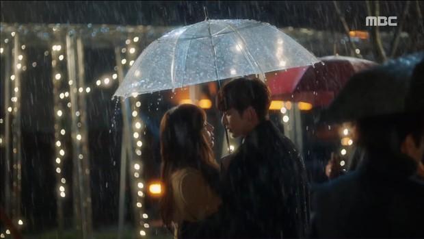 Mặc thân phận sắp bị lộ, robot chủ động cướp nụ hôn đầu của Yoo Seung Ho - Ảnh 2.