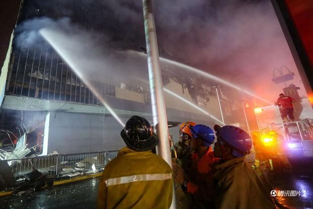Tổng thống Philippines không kìm được nước mắt khi nghe tin 37 người thiệt mạng trong vụ hỏa hoạn - Ảnh 5.