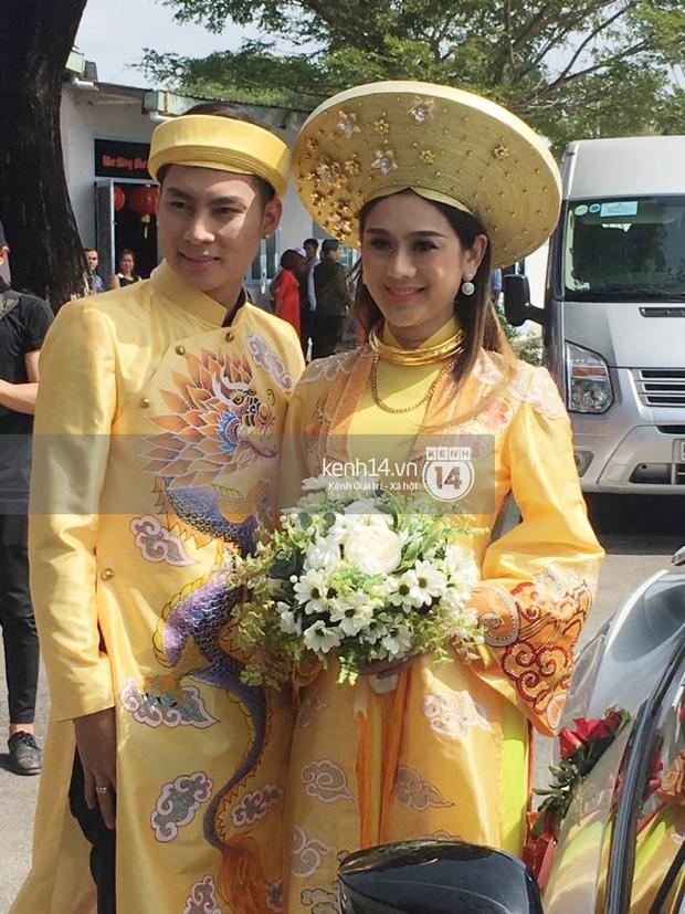 Loạt ảnh cận cảnh cô dâu Lâm Khánh Chi diện áo dài long phụng quét đất về nhà chồng - Ảnh 1.