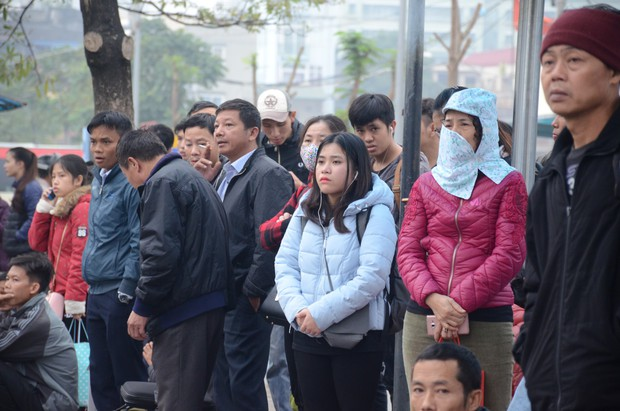 Đường phố Sài Gòn và Hà Nội đông đúc sau ngày làm việc cuối cùng trong năm 2017 - Ảnh 25.