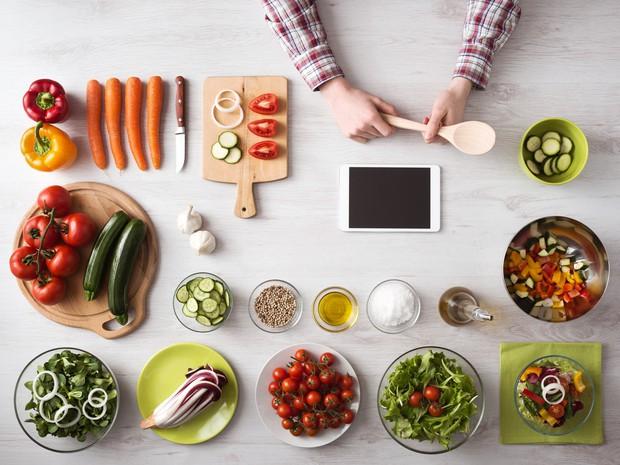 Vừa đánh bại cơn thèm ăn, vừa cải thiện tâm trạng nhờ những phương pháp hay ho từ chuyên gia sau đây - Ảnh 2.