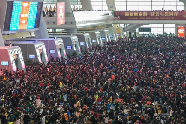 Cuộc đại di cư về quê ăn Tết từ lâu đã trở thành một nét văn hoá của người Trung Quốc - Ảnh 2.