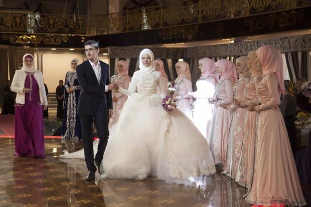 Cùng ngắm thêm 22 bộ váy cưới truyền thống tuyệt đẹp trên toàn thế giới - Ảnh 40.