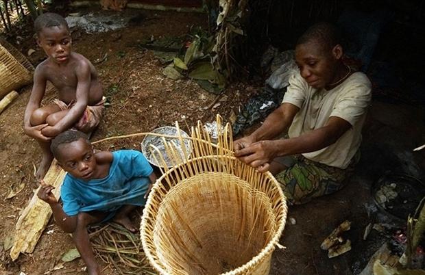 Bên trong bộ lạc gần 50% trẻ em không thể sống quá 5 tuổi ở châu Phi - Ảnh 20.