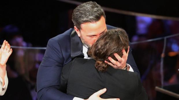 Những khoảnh khắc làm nên một Lễ trao giải Oscar đáng nhớ nhất trong lịch sử! - Ảnh 11.