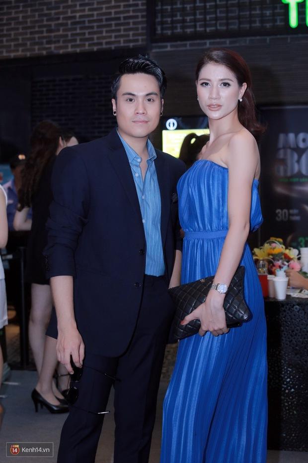 Mặc trời nóng, Đàm Vĩnh Hưng và Dương Triệu Vũ vẫn ra Hà Nội ủng hộ phim của cháu gái - Ảnh 9.