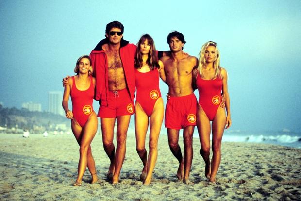 5 bí mật bạn không thể không biết về bộ phim nóng bỏng nhất mùa hè Baywatch - Ảnh 1.