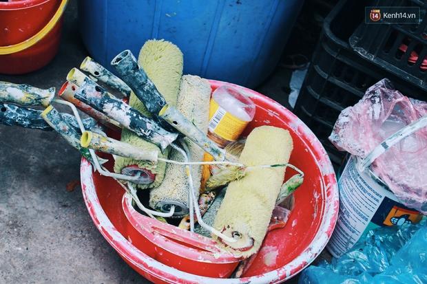 Cựu binh Mỹ miệt mài xóa sạch quảng cáo rao vặt để trả lại vẻ đẹp vốn có của ngõ phố Hà Nội - Ảnh 6.