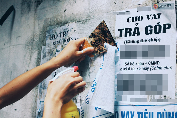 Cựu binh Mỹ miệt mài xóa sạch quảng cáo rao vặt để trả lại vẻ đẹp vốn có của ngõ phố Hà Nội - Ảnh 1.