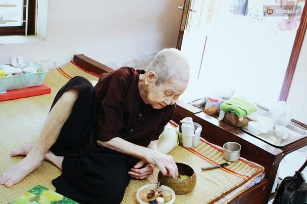 Gặp cụ bà 97 tuổi được phong sành sỏi Internet nhất Việt Nam: Tôi bị ung thư 3 năm nay, nhưng còn sức thì còn học! - Ảnh 3.