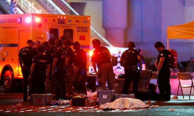Số thương vong lên tới hơn 450 người: Xả súng Las Vegas trở thành vụ xả súng chết chóc nhất trong lịch sử Mỹ hiện đại - Ảnh 2.