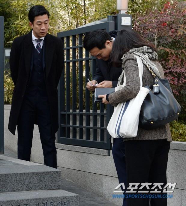 HOT: Rò rỉ hình ảnh hiếm hoi Kim Tae Hee và Bi Rain hạnh phúc thề nguyện bên trong đám cưới thế kỷ - Ảnh 23.