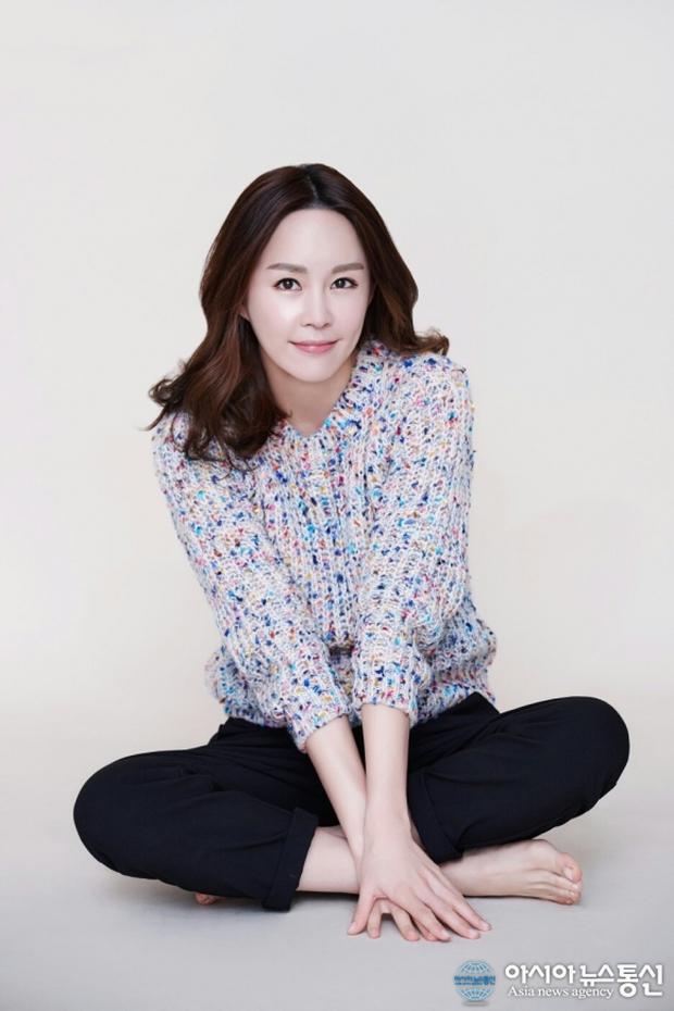 Nữ vệ sĩ đầu tiên của Tổng thống Hàn gây sốt vì quá đẹp và giờ cô đã trở thành diễn viên - Ảnh 6.
