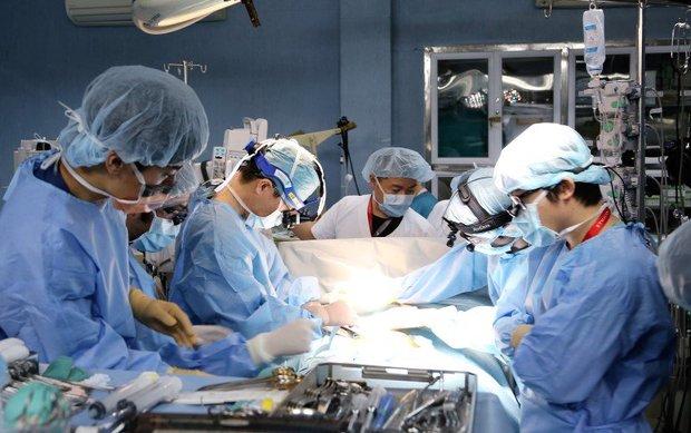 10 giờ căng thẳng của ca ghép phổi từ người sống đầu tiên ở VN - Ảnh 1.