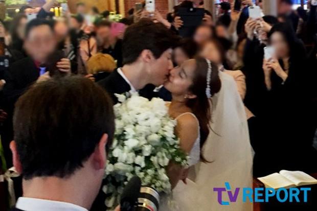 Hôn lễ đẹp nhất xứ Hàn: S.E.S tái hợp, chủ tịch SM Lee Soo Man cùng dàn sao khủng xuất hiện - Ảnh 19.