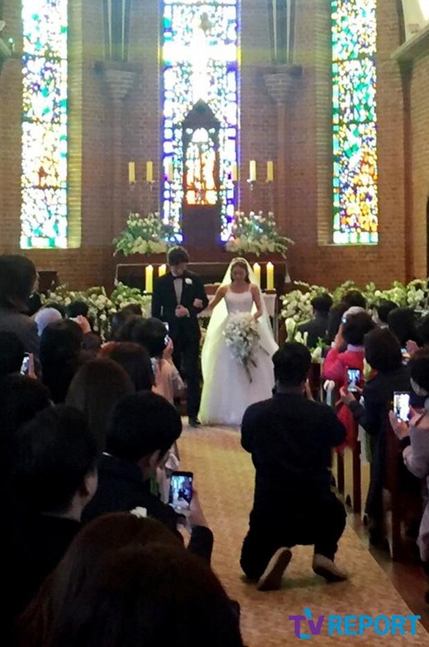 Hôn lễ đẹp nhất xứ Hàn: S.E.S tái hợp, chủ tịch SM Lee Soo Man cùng dàn sao khủng xuất hiện - Ảnh 16.