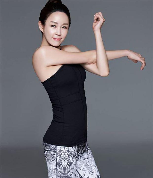 Nữ vệ sĩ đầu tiên của Tổng thống Hàn gây sốt vì quá đẹp và giờ cô đã trở thành diễn viên - Ảnh 17.