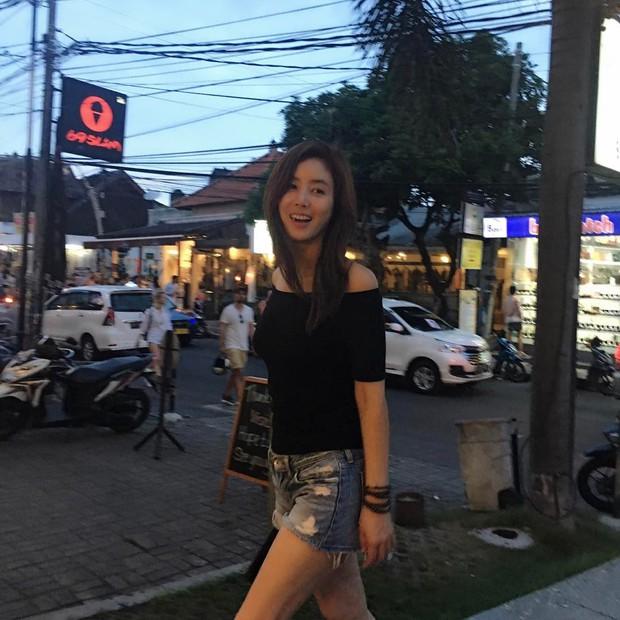 Đẳng cấp nhan sắc mẹ Kim Tan: U50 và có 2 con mà thân hình vẫn nuột như gái đôi mươi - Ảnh 5.