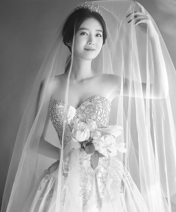 Xôn xao vì vợ diễn viên Vì sao đưa anh tới vừa quá đẹp vừa giống Lee Young Ae - Ảnh 1.
