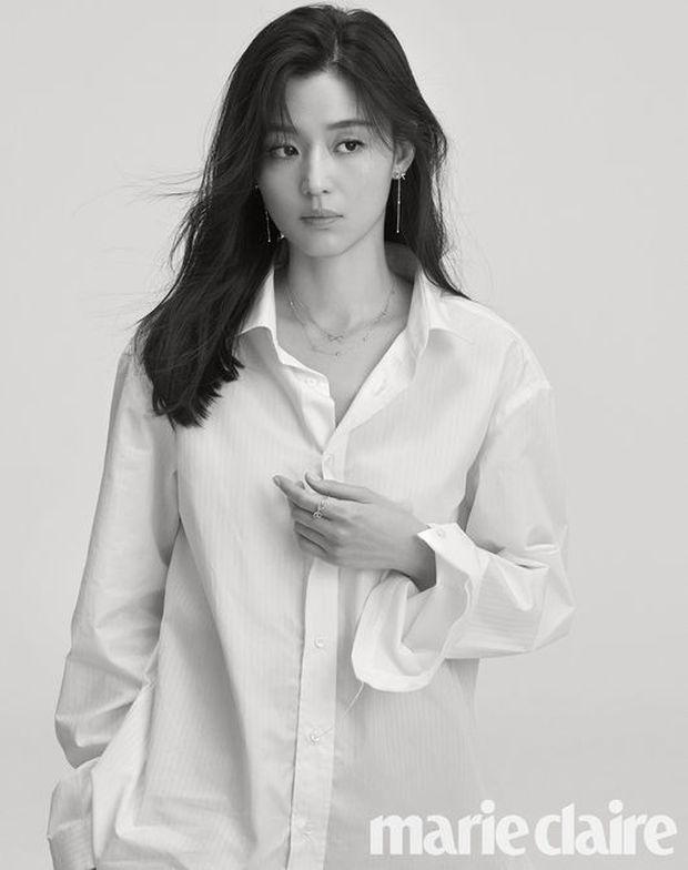2 bà hoàng Lee Young Ae và Jeon Ji Hyun đụng độ: Quá mãn nhãn và không chỉ còn là đọ nhan sắc - Ảnh 9.