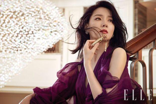 2 bà hoàng Lee Young Ae và Jeon Ji Hyun đụng độ: Quá mãn nhãn và không chỉ còn là đọ nhan sắc - Ảnh 2.